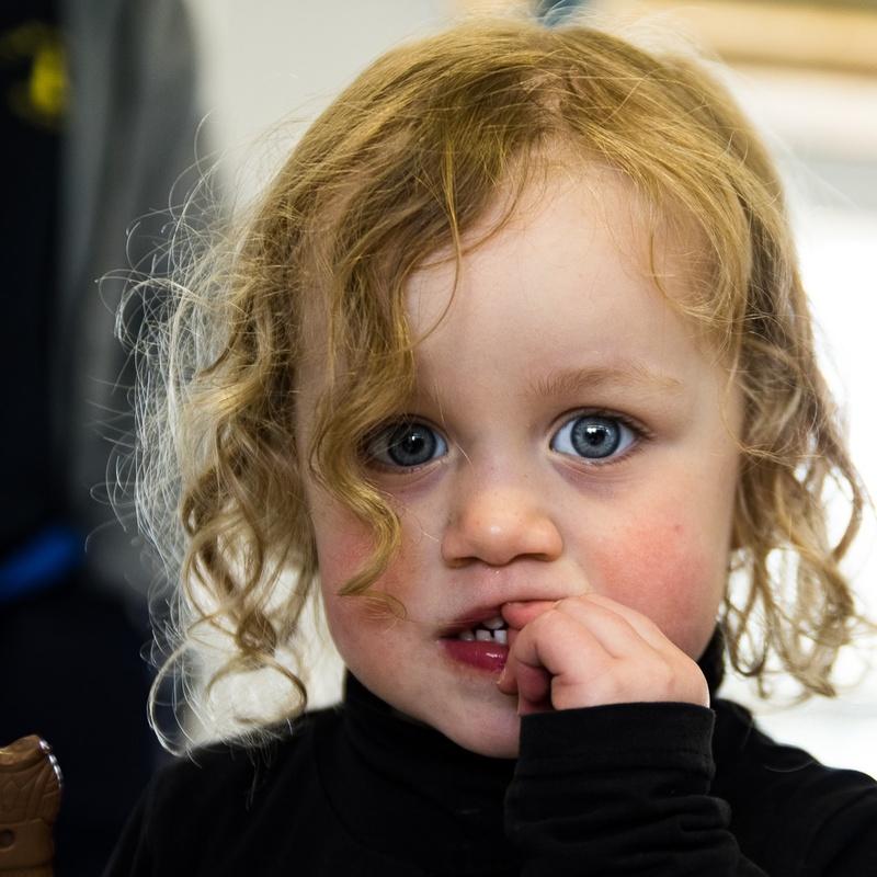 portrait petite fille aux grands yeux