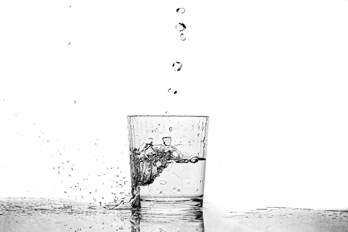 exemple packshot verre et mouvement eau
